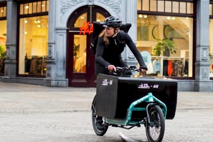 H&M Introduces Delivery by Bicycle in the Netherlands